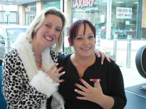 Lisa at Xpress with her Team Honk manicure